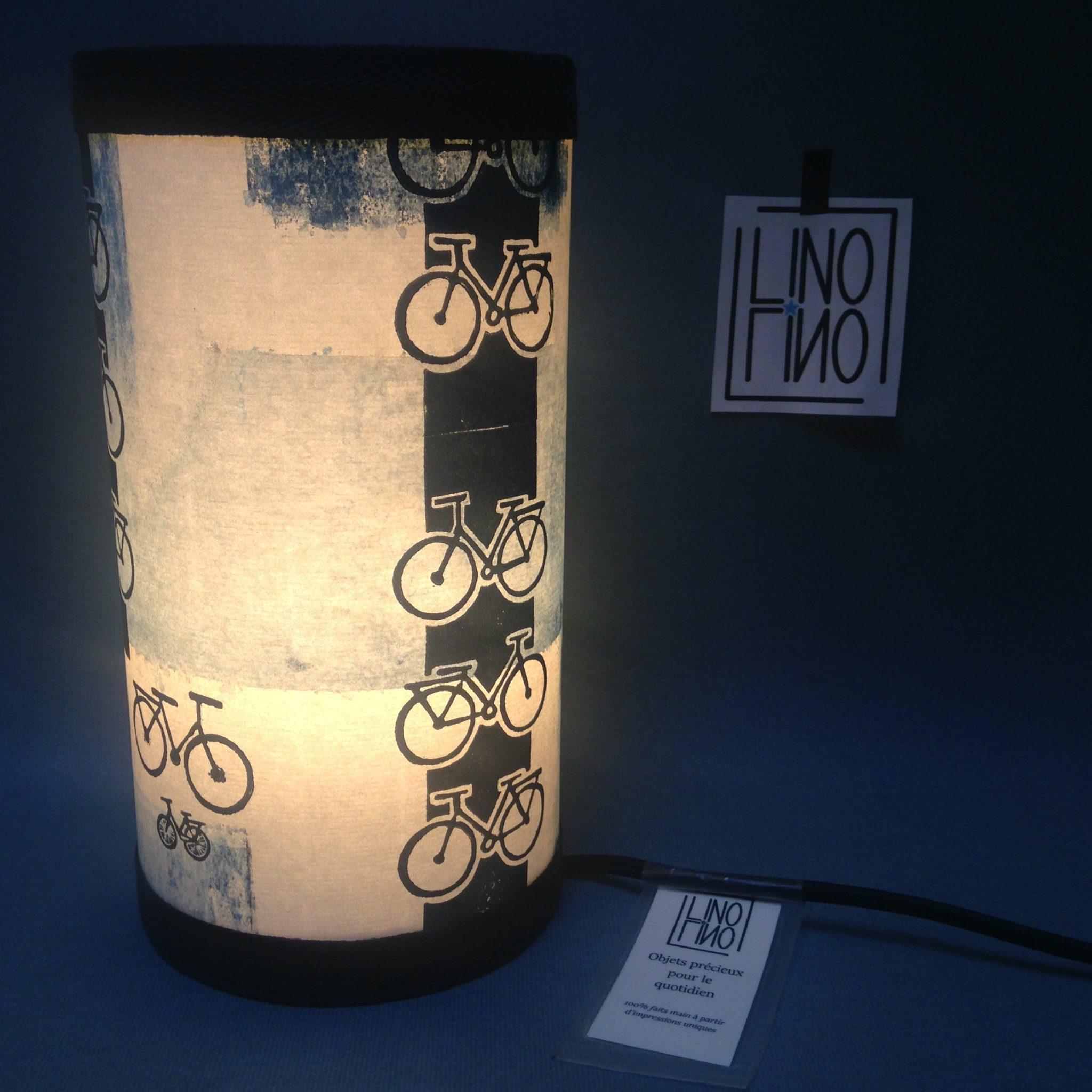 LinoLino | Linogravure et créations à partir d'impressions artisanales | Chambéry, France | Impression originale illustration lampe luminaire velo