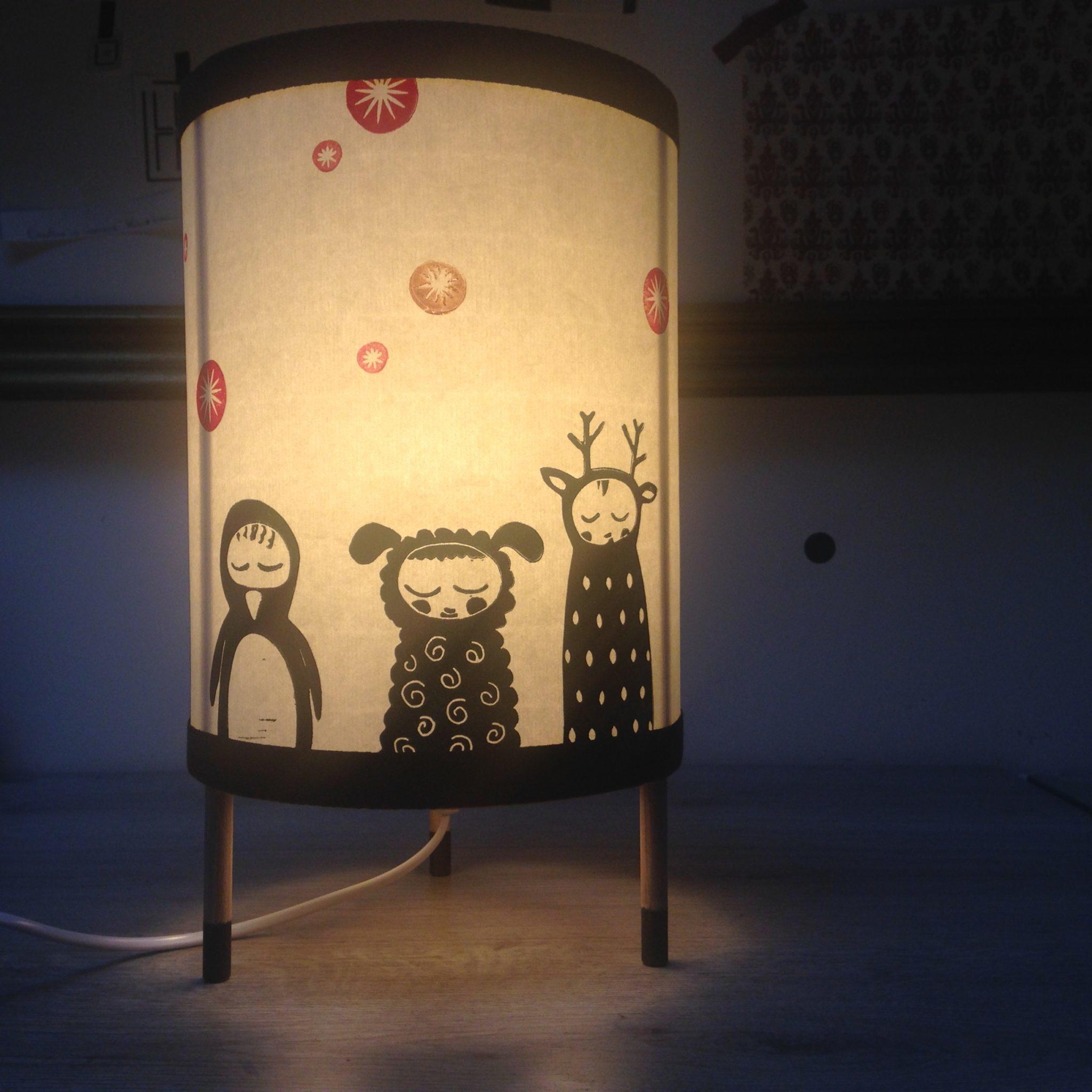 LinoLino | Linogravure et créations à partir d'impressions artisanales | Chambéry, France | Impression originale illustration lampe enfant deco chambre doudous