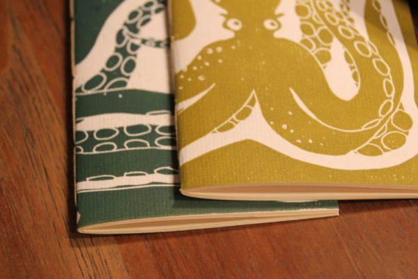 LinoLino - Linogravure et créations   Carnets A6 Poulpe vert et poulpe jaune