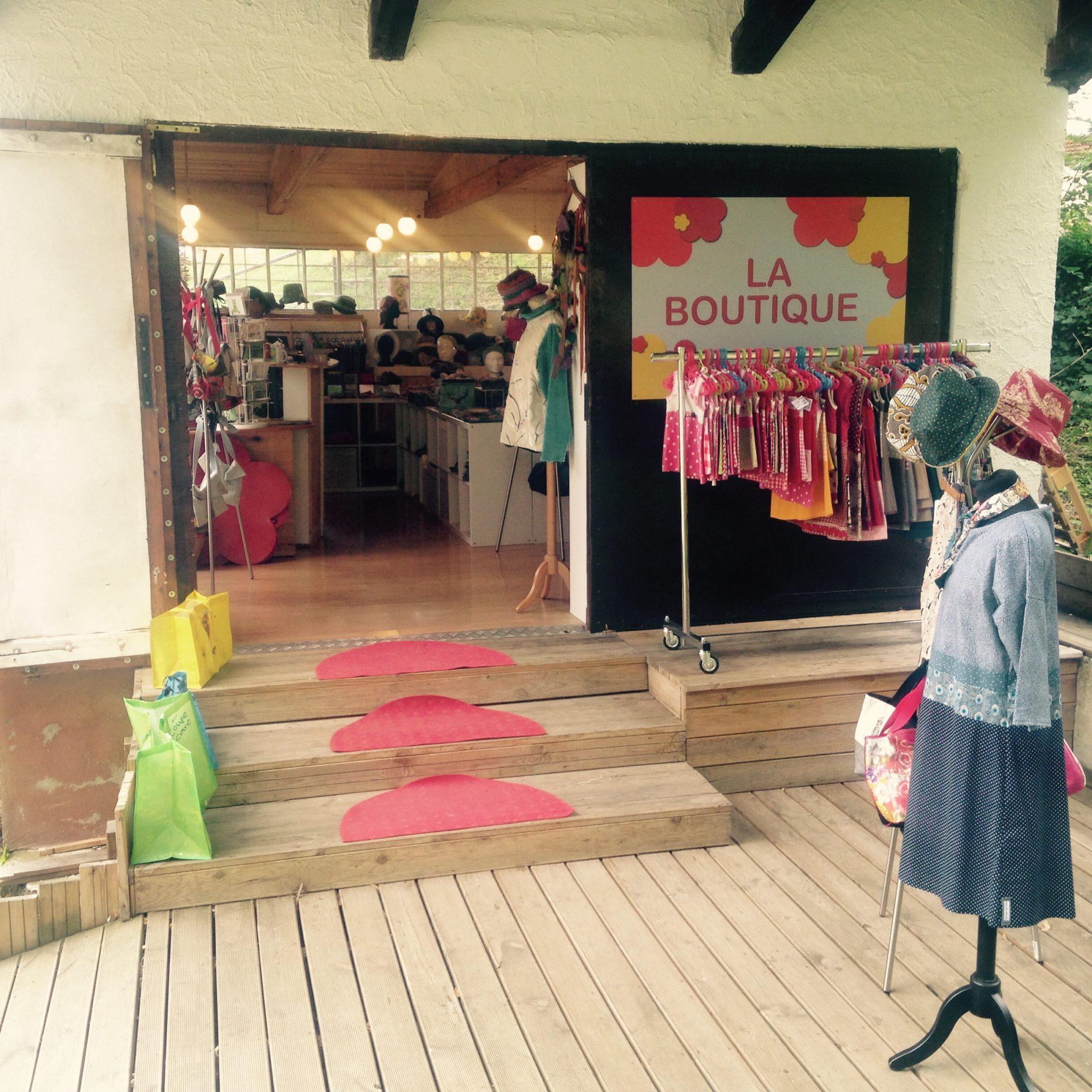 LinoLino | Linogravure et créations à partir d'impressions artisanales | Chambéry, France | Boutique du funiculaire Boutique créateurs Saint Hilaire du Touvet