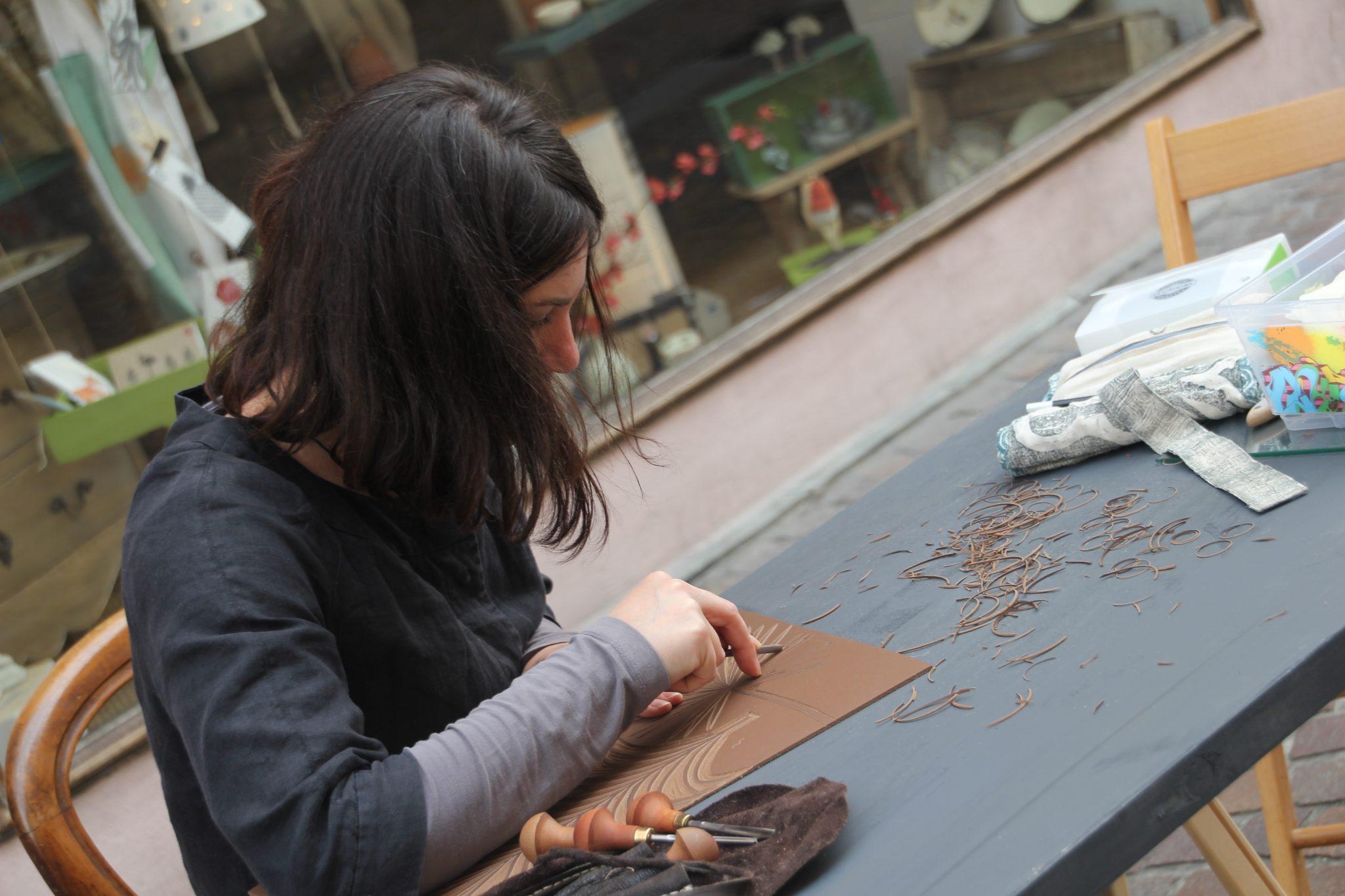 LinoLino, linogravure et créations | Journées des Métiers d'Art 2017, démonstration de gravure dans la rue, devant la galerie du Grillon