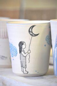 LinoLino | Linogravure et créations à partir d'impressions artisanales | Chambéry, France | Poterie collab Tant que la Terre Tourne Gobelets crus Fillette Lune
