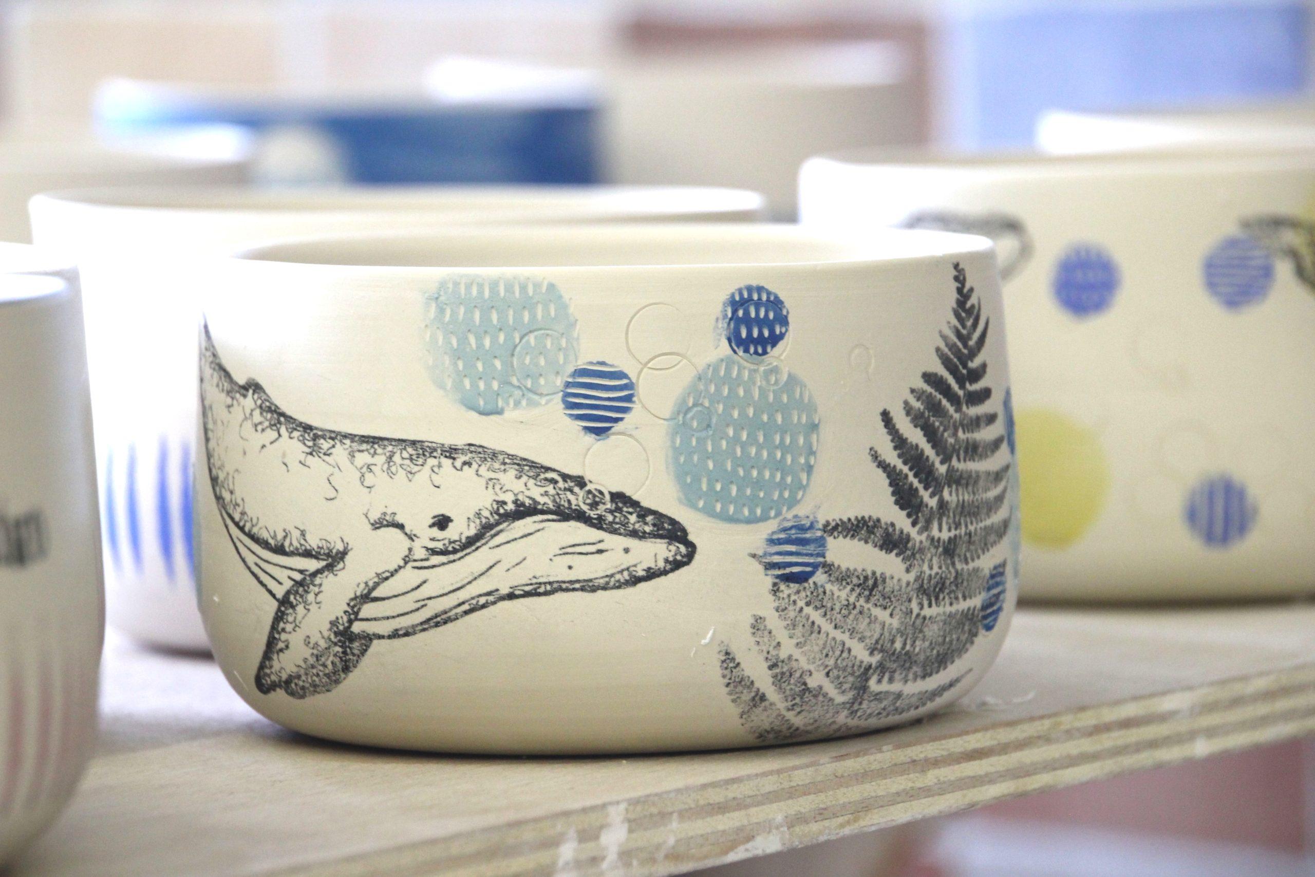 LinoLino | Linogravure et créations à partir d'impressions artisanales | Chambéry, France | Poterie collab Tant que la Terre Tourne Bol Cru Baleine Fougère